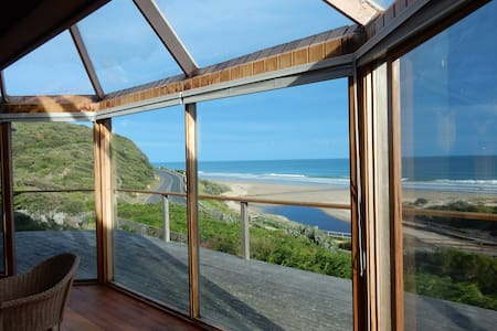 More holiday dates released - views & beach access - Moggs Creek