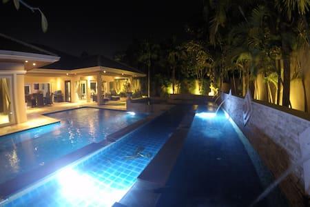 4BRLuxury pool villa near Siam Country club (golf) - Casa