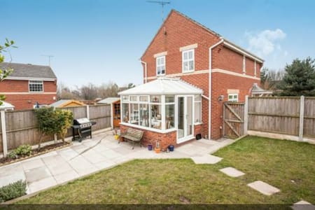Family friendly house in Cheshire - Huis