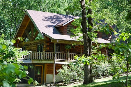 Real Log Home - Tall Pines Estate - Hus