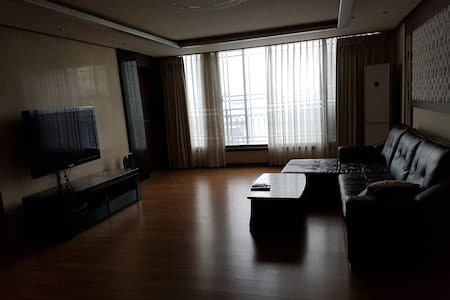 울산동구 . 아파트전체 .넓은거실. 단기임대 할인 - Dong-gu - Apartamento