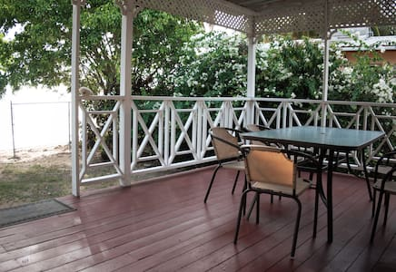 Cute 2bd cottage on great beach - Lower Carlton