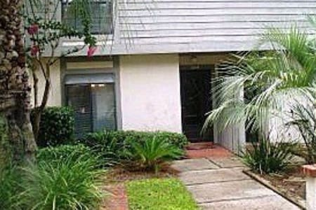 Great townhouse sleeps 4 in PVB