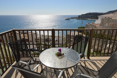 Refurbished apartment with spectacular sea view - Apartment