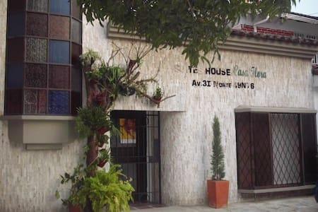 Suites House Casa Flora - Lakás