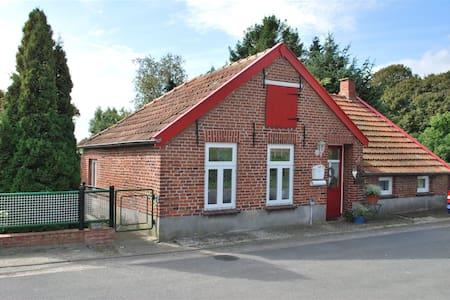 Lütje Hus im verwunschenen Dorf Ostfrieslands - Casa