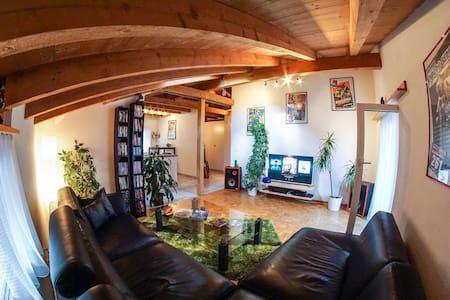 modern möblierte 3.5 Zimmer Dachwohnung - Huoneisto