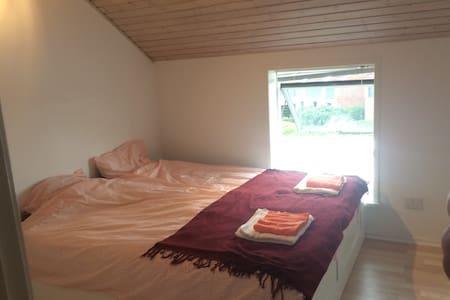 Nice room in Aarhus/Risskov - Risskov - Casa