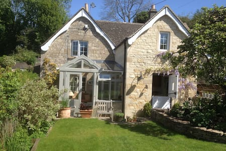 Cotswold cottage & beautiful garden - Eastcombe - Huis