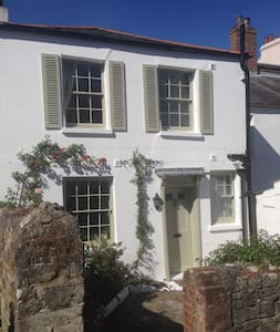 Cosy Cottage with beautiful sea views - Ryde - Maison