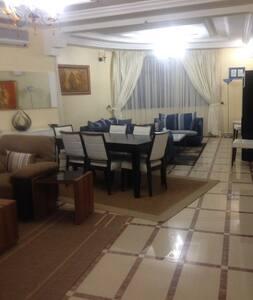Appartement Luxe pour Voyageurs d'Affaires - Byt