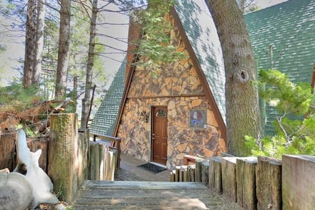 Cabin Song, Crestline, CA - San Martin - Hus