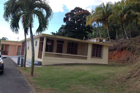 House on the mountain by the Lake - Camuy