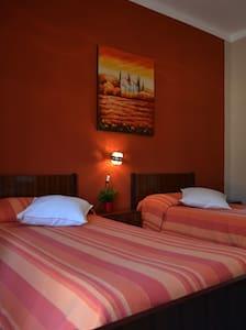 ROSA ROSSA CAMERE - Venasca,Valle Varaita - Cuneo - Venasca
