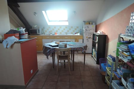 studio 2eme etage, avec kitchenette - Cravanche - Rumah