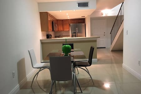 MODERN APARTMEN EXCELLENT LOCATION - Appartement