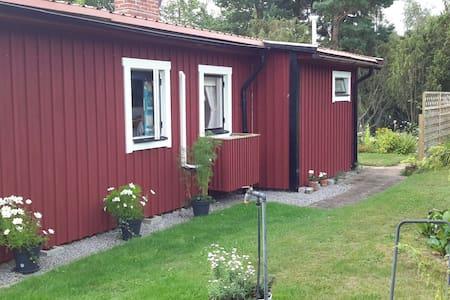 Boholmarna, 2 cabins 350 kr each - Kalmar S - Blockhütte