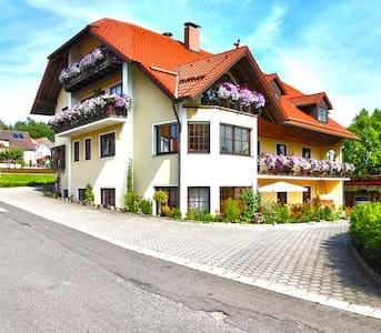 Gästehaus am Sonnenhang - Morgentau FeWo - Pension