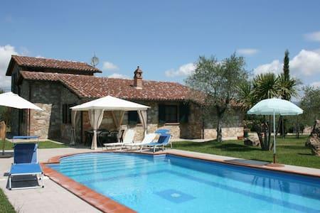 Villa Marty, sleeps 8 guests - Castiglione del Lago - Villa