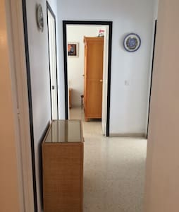 A room in a spacious apartment - Fuengirola - Apartment