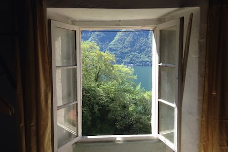 The Midwife House - Nesso