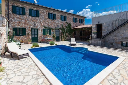 Beautiful stone house  with pool and sauna - Dom