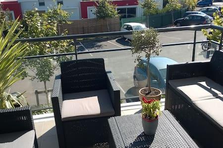 Appartement T2 lumineux avec terrasse - Eysines - Apartemen