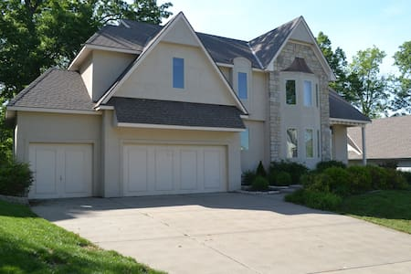 Executive Home in Platte Brook North (Kansas City) - Casa