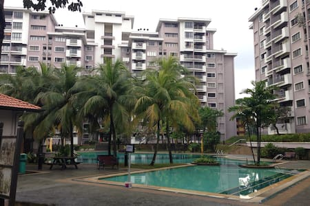 Comfy and Cozy Home Feel 3BD Apt - Wohnung