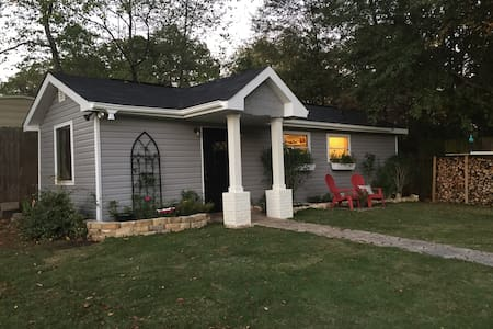 Very quiet & PRIVATE new Tiny House Sleeps 4 Adult - Northport - Maison