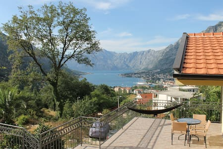 Quiet 2-Bedroom Apartment with a stunning view - Hele etagen