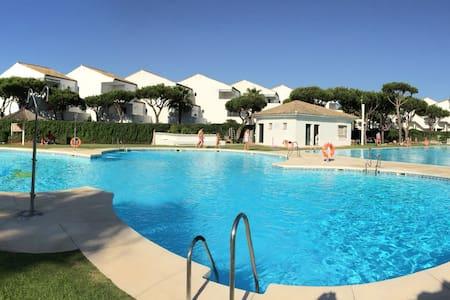 Apartamento con jardín privado a 100m de la playa - Poblado Sancti Petri