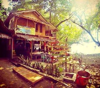Beach Corner Cottage - Cijulang - Bed & Breakfast