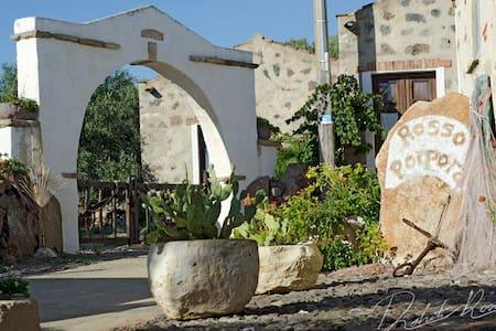 Casa tipica Sud-Ovest Sardegna( Su Forru) - San Giovanni Suergiu - House