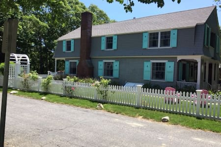 Large house in the heart of Craigville, MA - Barnstable - 独立屋