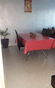 Chambre sympa et simple - Apartament