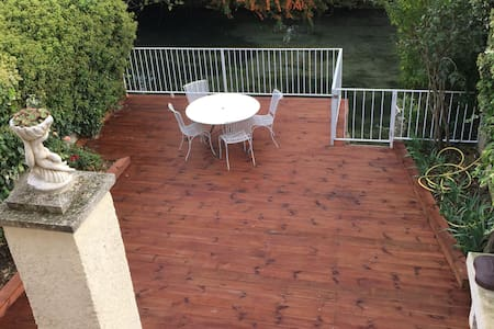 Right on the river, with large private deck - L'Isle-sur-la-Sorgue - Dom