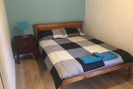 Newly renovated bedroom in Newtown - Newtown - House