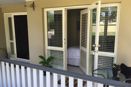 Modern ensuite room Nth Manly 2100 - Haus