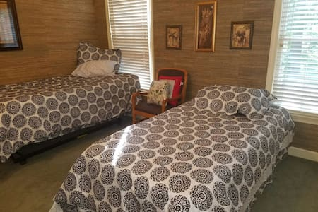 Private room in 4bdrm home - Memphis