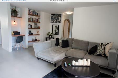 Modern tasteful 2 + 2 appartment - Broadbeach - Departamento