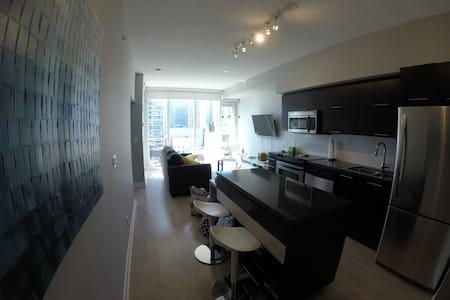 Bright & Beautiful Room in Condo Right Downtown! - Toronto - Apartment