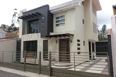 Room type: Private room Property type: Bed & Breakfast Accommodates: 3 Bedrooms: 1 Bathrooms: 3