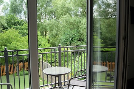 Stunning brand new flat over looking the river Wye - High Wycombe - Apartment