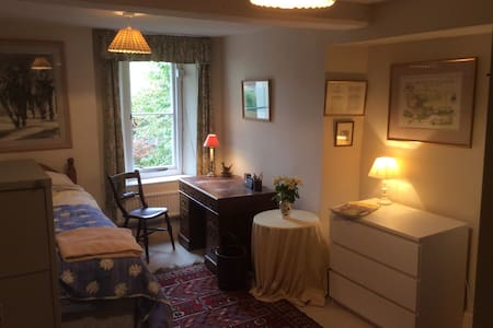 Comfortable B&B Large Single Bed on Cotswold Way. - Wotton-under-Edge