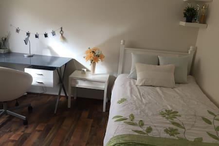 Clean & cosy room - North Perth - Ev