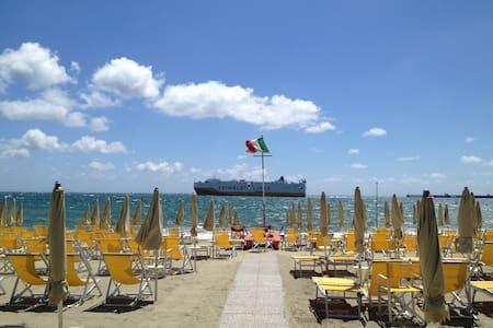 Bilocali perfetti 10 metri dal mare - Albissola Marina - Aamiaismajoitus