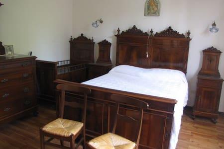 La Casa dei Nonni  Grandparent Home - Gubbio - House