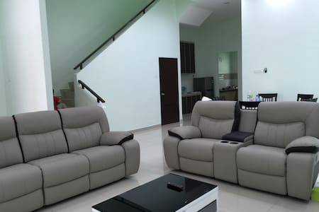 Semi-D homestay at Villa Mutiara - Ház