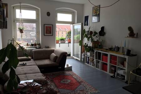 Stylish and creative Neukölln flat. - Berlin - Apartment